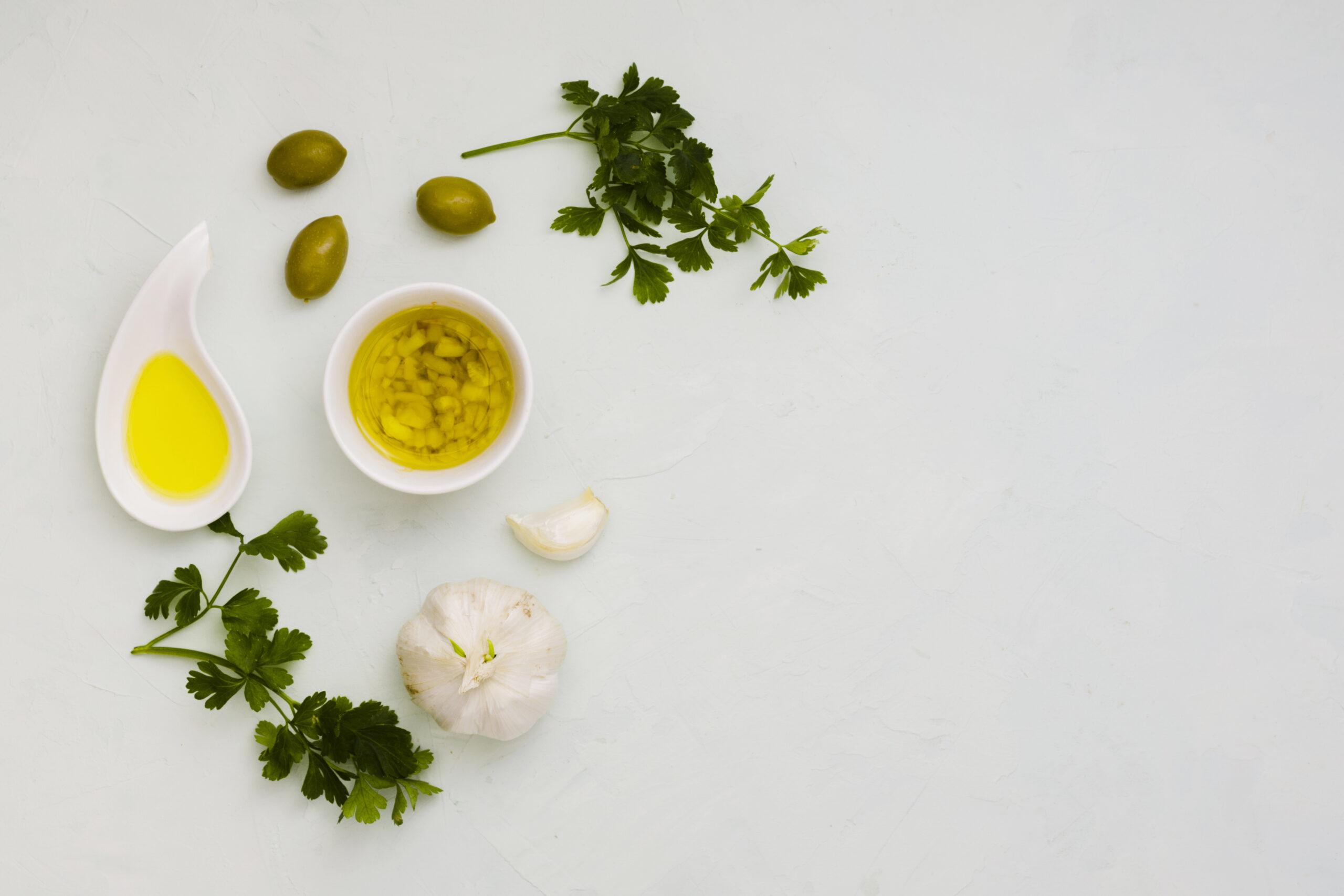 descubre todas las propiedades y beneficios de unir aceite de oliva virgen extra con ajo